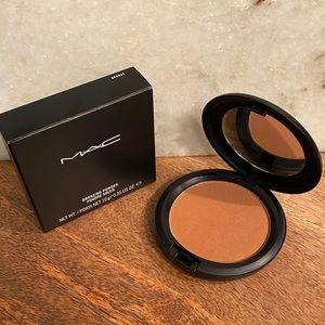 MAC Bronzing Powder in Bronze